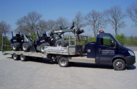 Giant shovels afgeleverd bij Baas in Arnemuiden