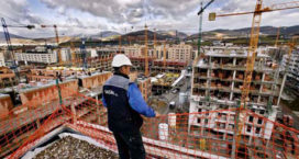 Honderden werkeloze bouwkranen aan de Costa's