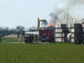 Mobiele kraan in de brand in Hoornsterzwaag
