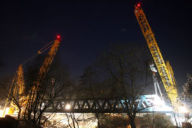 Gigantische 1250 tonner Terex CC 6800 vervangt spoorbrug