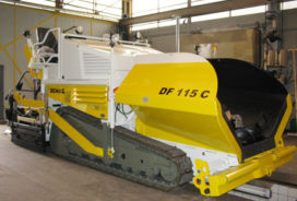 Rasenberg schaft Demag asfaltafwerkmachines aan