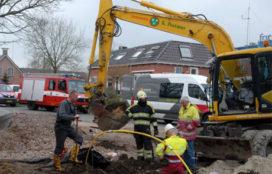 Kraan trekt gasleiding en elektriciteitskabel kapot