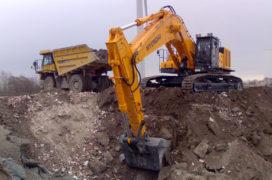 's Werelds grootste Hyundai rupsgraafmachine afgeleverd