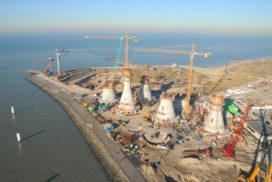 Kobelco rupskranen bouwen groot windmolenpark