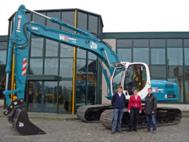 Nieuwe JCB JS 220 LC voor Lansink Wegenbouw