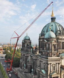Liebherr LTM 1500-8.1 hijst kruiskoepel op Berlijnse Dom
