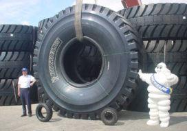 Michelin voorziet Komatsu 930 E van 63 inch banden