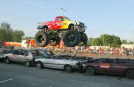 Monstertruckshow doet Deventer aan