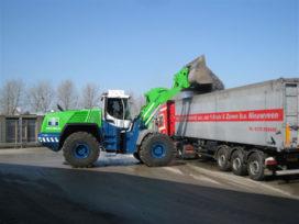 W&H levert tweede Liebherr L 580 bij Overslag Bedrijf Moerdijk.