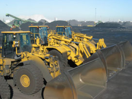 Tien Caterpillar wielladers aan het werk bij Ovet