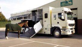 Nederland unieke paardenvrachtwagen rijker
