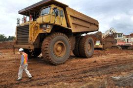 Kanaalgravers zetten zwaar materieel in
