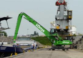 Sennebogen 850 uitkomst voor L'Ortye in haven Stein