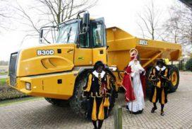 Sinterklaas arriveert met 322 paarden bij Van der Spek