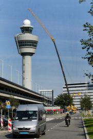 Nieuwe koepel voor verkeerstoren Schiphol