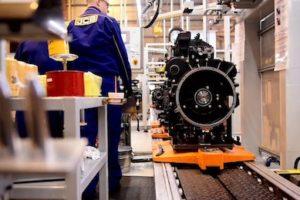 JCB pompt geld in Britse fabriek voor dieselmotoren