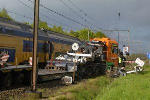 'Verbied zwaar transport op overwegen'