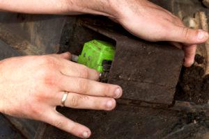 De groene draadloze sensoren zijn kenmerkend voor DigPilot. Je klikt ze in en uit een houder. Verkeerd plaatsen wordt voorkomen door een naamsticker en serienummer.