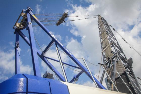 De Klerk koos voor een gangbare 42,9 meter giek. De giek is modulair opgebouwd en leverbaar in lengtes van 12,1 tot 59,7 meter. Ook drie fly-jibs variërend van 13.1 m tot 24.3 meter kunnen hier bij op.