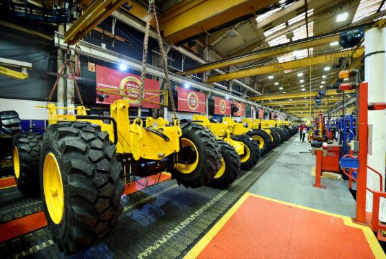 De assemblagelijn van de JCBverreikers. JCB bouwtverreikerssinds 1977. Afgelopen jaar werd de mijlpaal van 200.000 geproduceerdeverreikersbereikt.