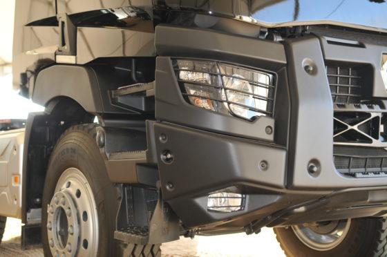 Deze stalen K- voorbumper met centraal sleepoogis als optie ook leverbaar voor de Renault Trucks C-modellen.