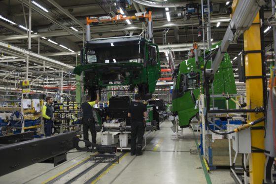 Volvo verkoopt meer trucks en ziet winst stijgen