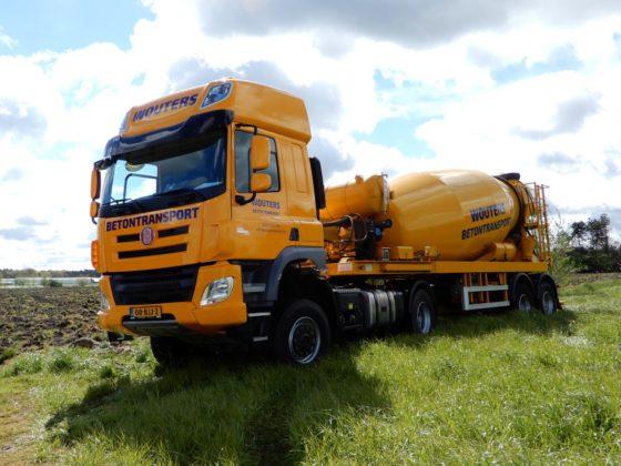 De eersteTatrais door Truckland geleverdaanWouters Betontransporten in Rijkevorsel. Het betreft eenPhoenix Space Cab 4x4 trekker metPaccarMX11 motor met 440 pk.