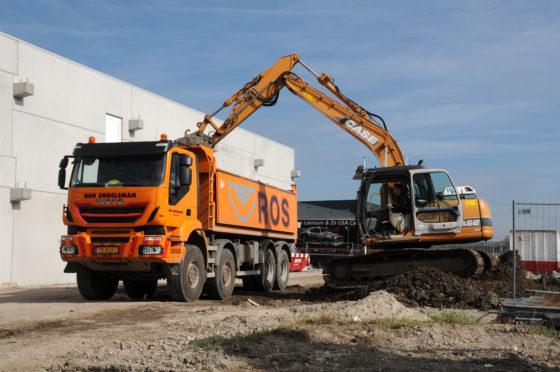 Bij Den Engelsman in Zoetermeer bestaat inmiddels de helft van het wagenpark uit Iveco trucks. Maar liefst vijf van de tien kippers zijn van het type Trakker in 10x8- en 8x8-uitvoering. Met de nieuwste truck in de vloot reden we een rit mee met chauffeur
