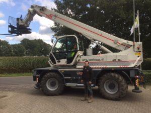 WTS Verhuur in Lunteren heeft zijn oude rode verreiker ingeruild. Verreiker Centrum Midden Nederland leverde in de plaats een prachtige witte Merlo Roto 60.24 MCSS. De krachtige maar compacte verreiker kan met de rijke uitrusting breed ingezet worden.
