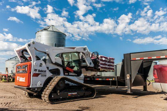 De T870 lader is geschikt voor de meest krachtige Bobcat aanbouwdelen zoals zaagwielen om geulen voor kabels of buizen te maken