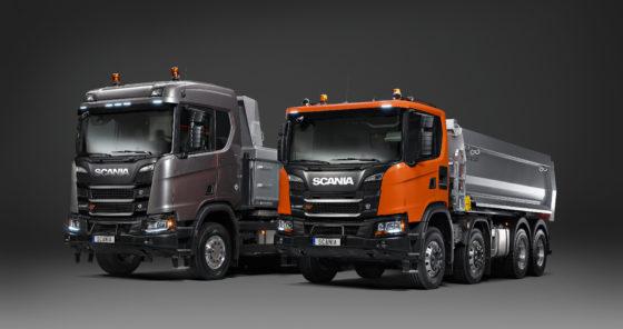 De R- en G- serie naast elkaar, beide XT-modellen en beide met de heavy duty-voorbumper.