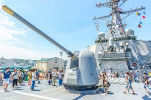 Boskalis brengt marineschip USS Fitzgerald naar VS