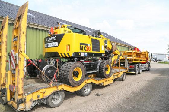 Koning in Avenhorn doet zelf spoorwerkmetdrie kranen. Zijn eigenHydremamaakte nu zo'n 600 uur. Koning is tevensHydrema-dealer. Een tweede MX20 is net geleverd en beschikbaar als demo.