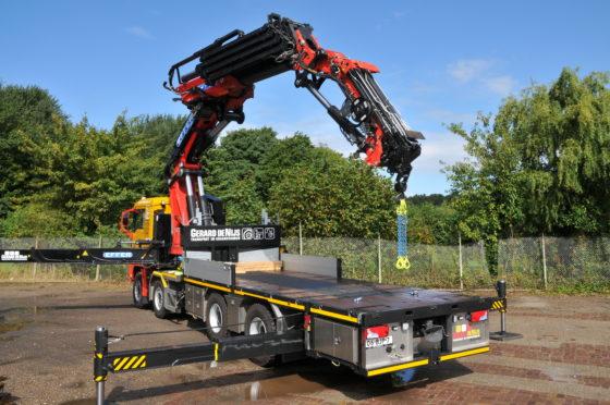 Gerard de Nijs Transport en Kraanverhuur uit het Noord-Hollandse Limmen werkt voor de industrie, maar ook veel voor de toeristische sector aan de Noordzeekust. Naast twee vierwiel aangedreven agrarische machines met zware kranen heeft het bedrijf sinds ko