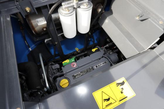 Krachtbron van de machine is een 115 kW 4-cilinder Deutz-motor.