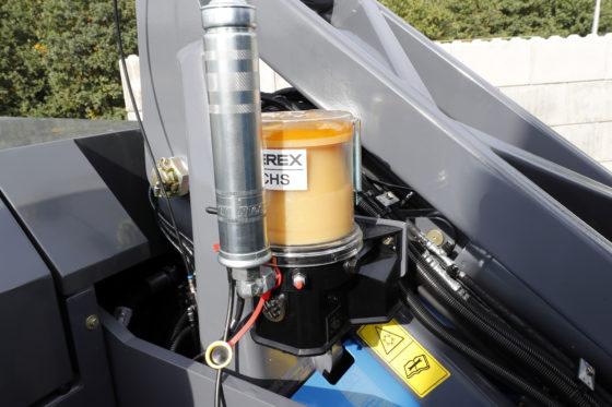 Af-fabriek is de MHL331F voorzien van automatische smering op de bovenwagen. De smeerpunten op de onderwagen moeten handmatig worden gesmeerd.