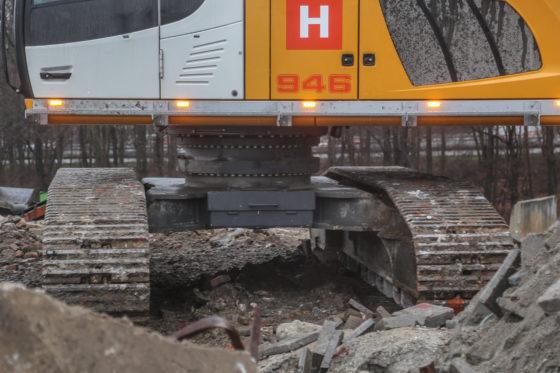 De draaikransverhoging in beeld. De onderwagen staat verder op iets versmald spoor, om binnen de totale breedte van 3,5 meter te blijven.