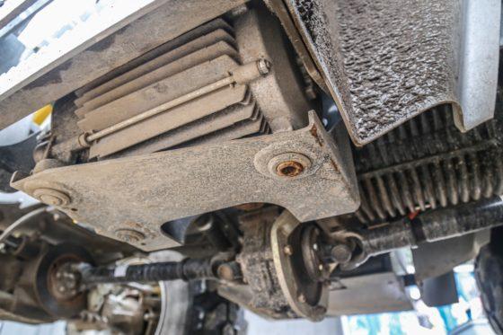 De Kramer is vol-elektrisch. Hij heeft geen wielmotoren, maar een centrale elektromotor voor de wielaandrijving en eentje voor de hydrauliek.