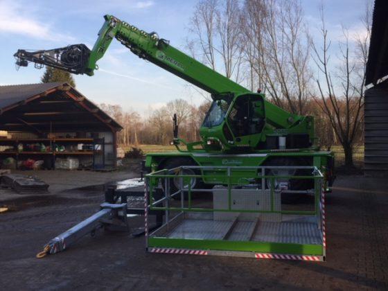 Verreikercentrum Midden Nederland leverde een nieuwe Merlo Roto 40.30MCSS aan Bosch Hengelo. Bosch koos voor de roterende Merlo met 30 meter mast.