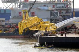 Kranen vallen om bij laden brugdeel: vier gewonden